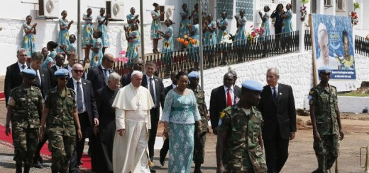 20151129T0917-638-CNS-POPE-UGANDA_0