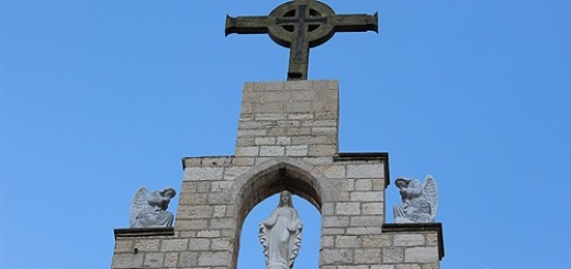 Cross_at_the_top_of_the_Seminary_in_Beit_Jala_Palestine_Credit_Aid_to_the_Church_in_Need_CNA_5_16_14