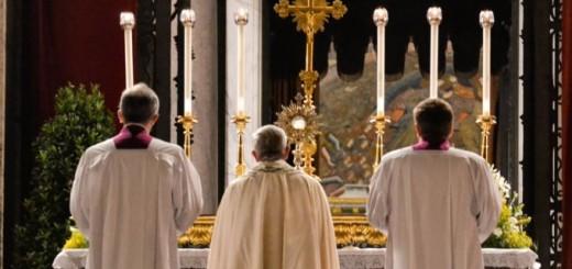 Pope_Francis_At_June_2014_Eucharistic_Procession_Credit_Daniel_Ibanez_CNA_CNA