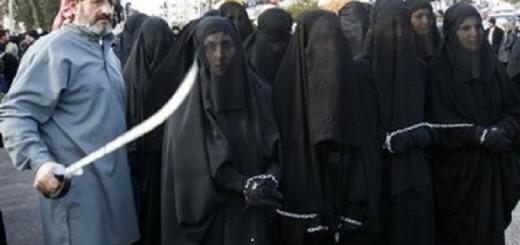chained-muslim-women