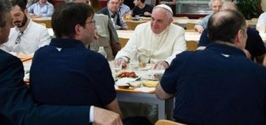 pope-francis-lunch-370x260