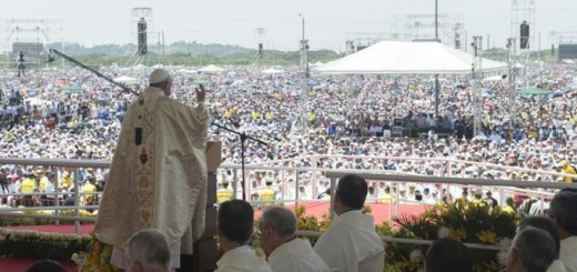 Pope_Francis_celebrates_Mass_for_thousands_gathered_at_Guayaquil_in_Ecuador_on_July_6_2015_Credit_LOsservatore_Romano_CNA_7_6_15