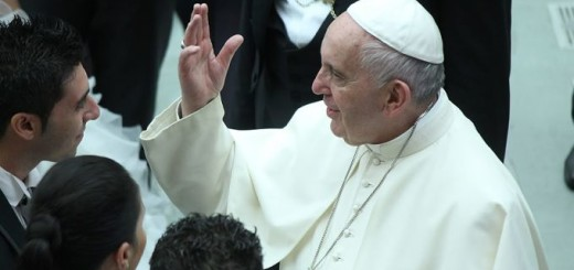 Pope_Francis_greets_a_newly_married_couple_at_general_audience_in_Paul_VI_Hall_on_August_19_2015_Credit_Bohumil_Petrik_CNA_8_19_15