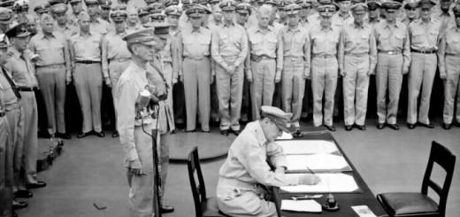 Douglas_MacArthur_signs_formal_surrender_CNA