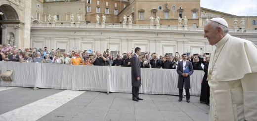 Pope_Francis_2_arrives_in_St_Peters_Square_for_the_general_audience_on_Sept_2_2015_Credit_LOsservatore_Romano_CNA_9_2_15