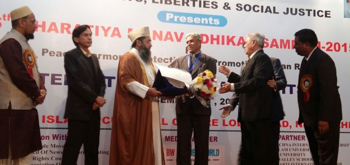 Archbishop-of-Bhopal-receiving-Award-720x340.jpg (720×340)