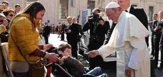 Pope_Francis_gives_a_rosary_to_a_disabled_child_during_his_general_audience_Feb_24_2016_Credit_Daniel_Ibaez_CNA