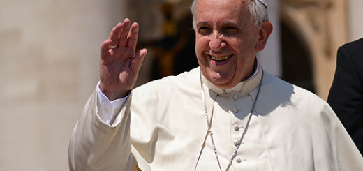 Pope_Francis_greets_pilgrims_in_St_Peters_Square_during_the_Wednesday_General_Audience_May_21_2014_Credit_Daniel_Ibez_CNA_7_CNA_5_21_14