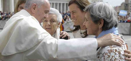 Pope_Francis_8_at_the_general_audience_in_St_Peters_Square_April_13_2016_Credit_LOsservatore_Romano_CNA_4_13_16