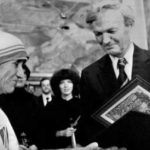 Mother-Teresa-receiving-the-Nobel-Peace-Prize-in-1979-6