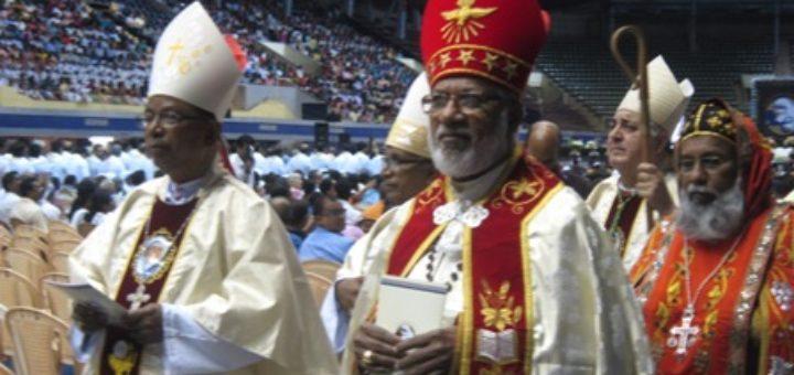 nuncio-walks-in-netaji-indoor-staduim-with-the-three-cardinals