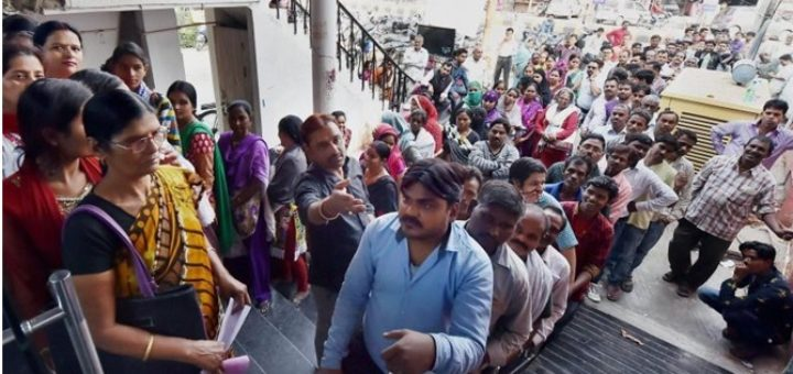 people-queue-in-lucknow-to-change-rs-500-and-1000-notes