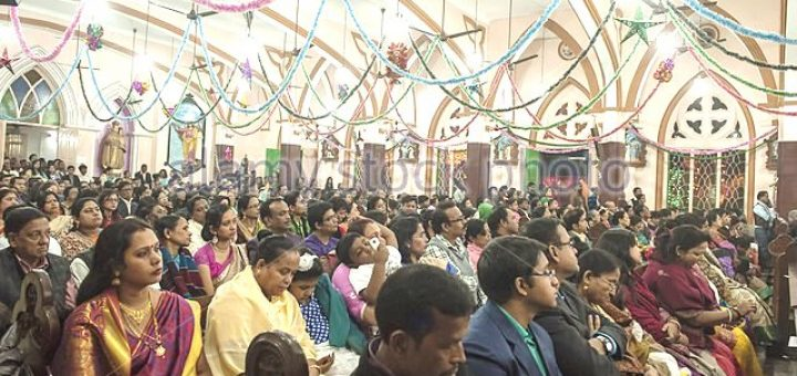 kolkata-indian-state-west-bengal-25th-dec-2015-indian-christian-devotees-faab14