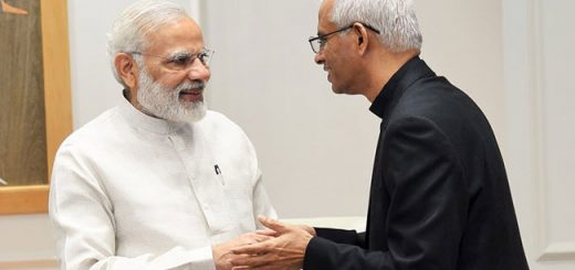 father-tom-meets-modi_650x400_41506585766
