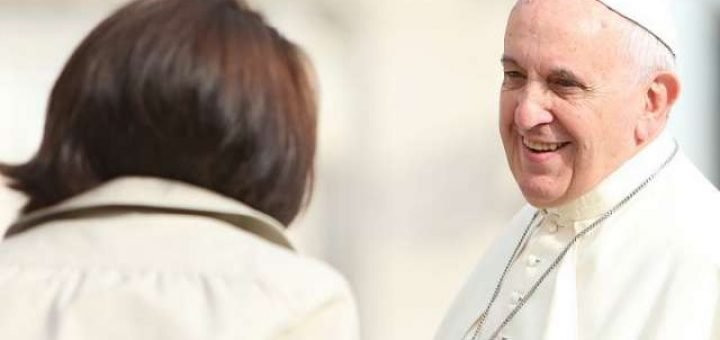 Pope_Francis_greets_pilgrims_during_his_Oct_1_2014_general_audience_Credit_Bohumil_Petrik_CNA