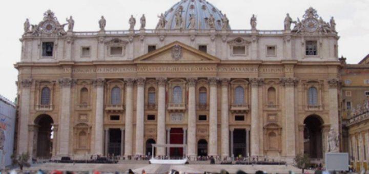 TIC_Basilica_san_Pietro_piazza_FOLLA