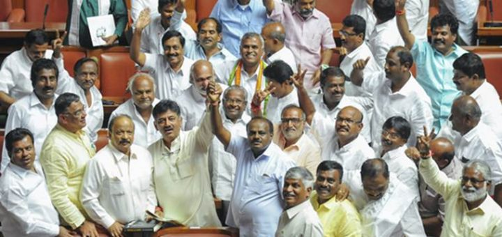 Bengaluru: JD(S) leader HD Kumaraswamy and party MLAs show victory sign to celebrate after chief minister BS Yediyurappa announced his resignation before the floor test, at Vidhana Soudha, in Bengaluru, on Saturday. Supreme Court had ordered Karnataka BJP Government to prove their majority in a floor test at the Assembly .(PTI Photo) (PTI5_19_2018_000197B)